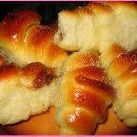 Кифлички с орехова плънка